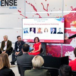 Livekuvitus tehostaa tapahtuman visuaalista viestintää - Kuvassa Kook Management jBrand Licensing Europe tapahtumassa.